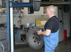 Reifenwechsel vom Profi-Reifenservice Dresden oder doch schnell selber gemacht?